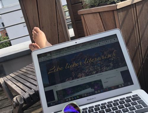 Hackathons sind nur was für Nerds? Contests gewinnst du eh nie? Irrtum! Du solltest auf jeden Fall bei solcher Digital Humanities Nachwuchsförderung mitmachen. Warum du dich irrst, wenn du glaubst, ein Hackathon könne dir nichts bringen und warum teilnehmen manchmal wichtiger als siegen ist, erfährst du hier! #DigitalHumanities #Literaturwissenschaften #Academia